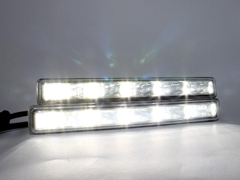 LEDES Menetfény világít