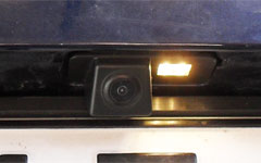 Rendszámvilágítás helyére szerelhető nagylátószögű tolatókamera képe